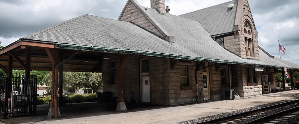 train-station-dwight